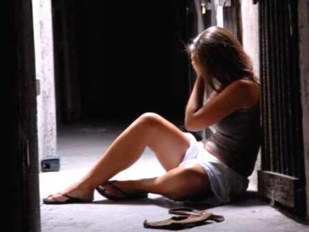 Ogliastro Cilento, tenta di stuprare la vicina di casa: arrestato 24enne